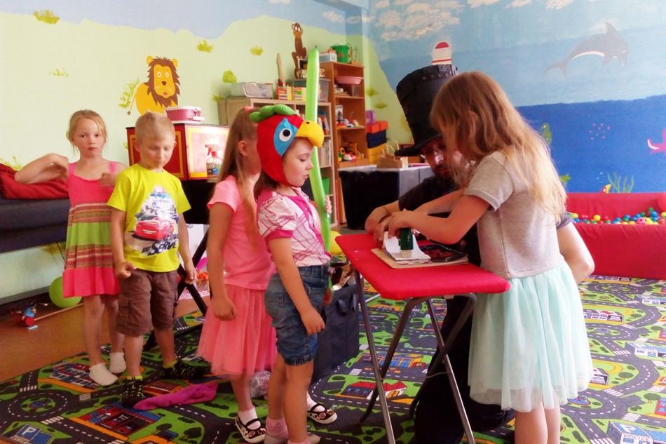 Dárečky pro všechny děti | Kouzelník ČÁRY KLUK