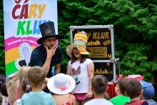 Kouzelník s malým divákem
